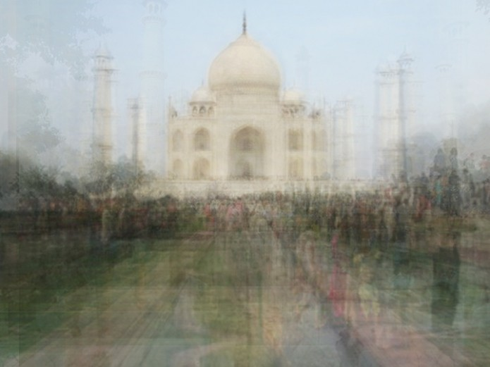Corinne Vionnet Taj Mahal 695x521 Take a trip round the world in the company of hundreds of tourist ghosts